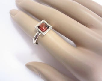 Vintage Modernist Square Top Sterling Ring Size 7.5