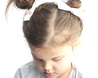 Pineapple pigtail bows