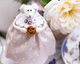 Mouse Rat Doll with Bun or Cake, Dining Room Decor, Summer Home Decoration, Knitted Mouse, Candyfleece UK