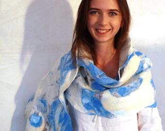 White and blue shawl nunofelted - blue mosaic