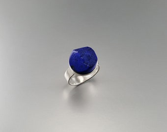 Ring Lapis Lazuli half polished half raw stone set in Sterling silver - unique design - gift idea - round stone ring - unique design