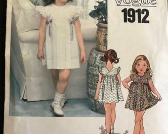 Little Vogue 1912 - 1980s Girl's Short, Back Wrap Dress with Pleated Skirt and Bloomers - Size 3 Chest 22