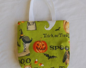 Halloween Fabric Gift Bag/ Party Favor Bag/ Halloween Goody Bag- Ghost, Bat, Owl, Jack-o-lantern, Tombstone on Green