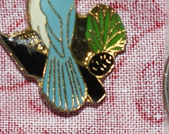 vintage blue jay hat pin with pin back - 411 a