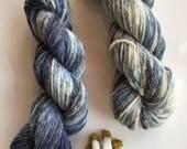 Blue hand-dyed yarn, 110 m, 50 g, organic llanwenog, worsted yarn, ethical wool, British wool, variegated, blue grey white - BLUE VALENTINE