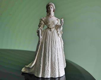 Stunning Coalport Queen Victoria 150th Royal Wedding Anniversary Figurine