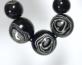 Black and White Round Polymer Clay Beads, White Circle Beads, Large Black Necklace Beads, Handmade Round Beads, Ethnic Beads, Spiral Pattern