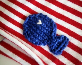 Red striped cotton cap with fish