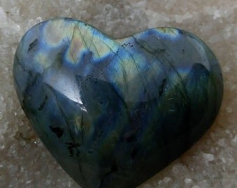 Blue and yellow Labradorite 97,47 Gr-heart