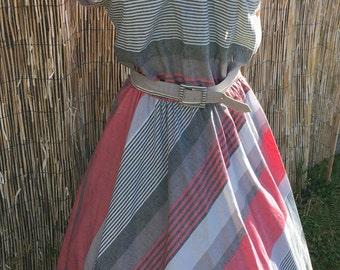 1970s Fit n Flare dress.  L Volup fit.