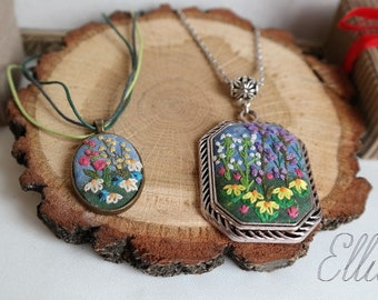 Mom daughter jewelry Embroidery jewelry set Wild flowers pendant Purple wife gift Matching mother daughter set Embroidered earrings necklace