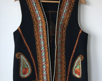 Vintage Embroidered Vest Black Wool felt Ethnic Ukrainian Embroidery open front unlined bohemian hippie Russian  Vyshyvanka  Ladies large