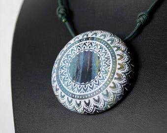 Rounded Polymer clay pendant, mandala pendant, voluminous pendant, adjustable, gothic mandala, multicolor, sober, mandala clay