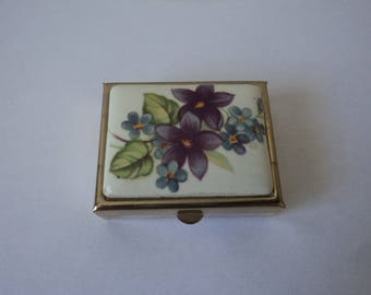 Vintage collectable metal pill box (04908)