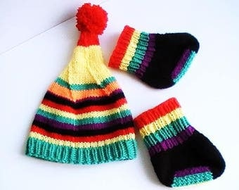 Socks and baby bonnet, with stripes