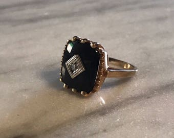 Vintage Black Onyx and Diamond Ring in 10 Karat Yellow Gold – Finger Size 5.75