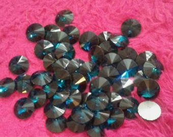 10 pcs of 18mm round royal blue gems