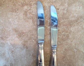 2 matching knives