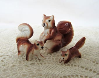 Red Squirrel Figurines. Vintage Squirrel Ornaments. Set of 3 Ceramic Red Squirrels. Red Squirrel Family. Cute Squirrel Figurines.