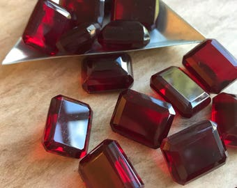 1 Piece Faceted Deep Ruby Red Emerald Cut Rhinestone // Vintage Glass Rhinestone // Jewelry Supplies