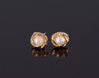 14k Pearl High Relief Scalloped Twist Earrings Gold