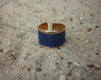 Rose gold ring with cobalt blue glitter