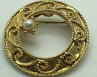 Vintage Mamselle Faux Pearl Gold Tone Brooch  Pin  Wreath Ornate Bridal Mother Of Bride  Classic Elegant Wedding Brooch Bouquet Round