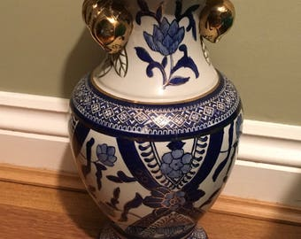 A great Chinese, vintage ceramic vase