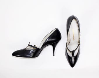 POLISHED... vintage 1950's Chandler's French Room Originals black leather t strap mary jane pumps