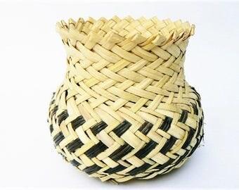 "Agave Wicker Basket Tarahuma Rarámuri Woven Sotol Decor Basket - Sierra Madre Northern Mexico Indigenous Indian Tribe Folk Art Tan/Brown 5"""