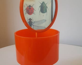put plastic orange jewelry