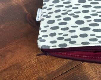 Gray Polka Dot Spots Large Zipper Bag with Maroon Lining, Zipper Pouch, Maroon Zipper