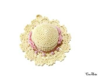 Sand and Pink crochet hat pincushion, Cappellino puntaspilli ecrù e rosa all'uncinetto