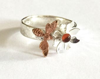Bee ring, Amber bee ring, bumblebee silver ring, bee jewellery, summer modern ring, nature wildlife ring, honey bee ring, beehive jewelry