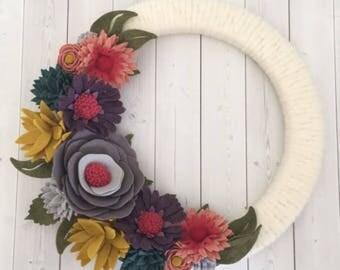 Felt flower wreath, felt wreath, felt flower decor , yarn wreath, wrapped wreath, wreath, fall wreath, skinny wreath
