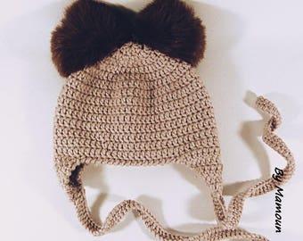 Bonnet crocheté main (3 mois) en fil doux alpaga beige et ses deux pompons marrons