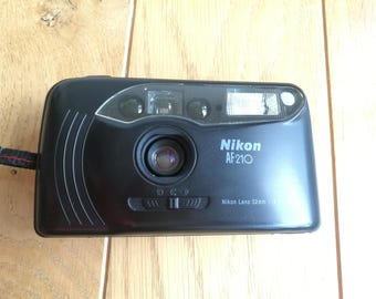 Nikon AF210 - compact 35mm film camera f4,5 with wide 32 mm lens