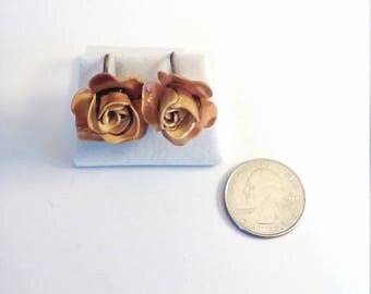 Vintage Plastic Flower Screw Back Earrings