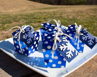 Snowflake Gift Tags, White Snowflake Goodie bag tags; Blue and White Gift Tags, Winter Wonderland Gift tags (25 ct)