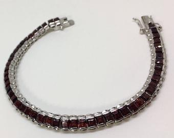 925 Silver Natural Garnet (10.0 ct) Bracelet, Appraised 1,100 CAD