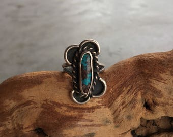Old Pawn Native American Turquoise and Twisted Wire Silver Ring