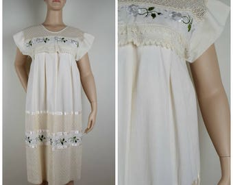 Vintage Womens Ivory Tent Dress with Floral Embroidery, Crochet / Netted Lace Overlays and Ribbon Trim | Size M-M/L