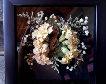 Mummified Crested Gecko in Shadow Box - Real Dried Flowers - Taxidermy - Decor - Reptile