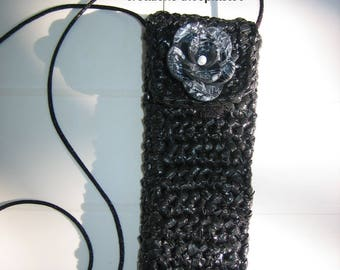 Black electronic cigarette case refill 16 x 5,5 cm, crocheted hand with flower, recycled plastic bags