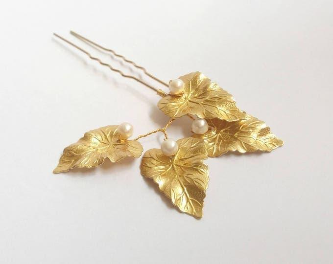 Bridal hair pin, gold hair pins, pearl hair pin, bridal headpiece, wedding hair accessories, bridal accessories, leaf headpiece