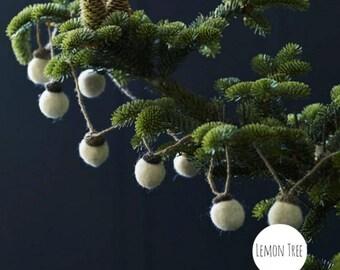 Handmade Acorn Garland, wool balls, wool garland, acorn, Autumn, fall, christmas, balls, garland