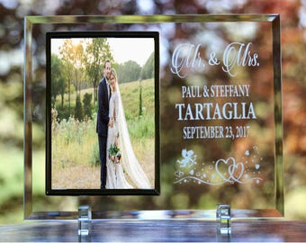 Personalized Wedding Picture Frame, Custom Mr. & Mrs. Picture Frame, Bride and Groom Photo Frame, Personalized Glass Wedding Picture Frame