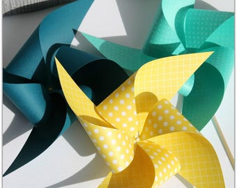 Set of 3 large pinwheels on paper