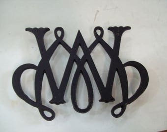 Vintage Virginia Metal Crafters William & Mary Cypher Cast Iron Trivet c.1950 Free SHipping