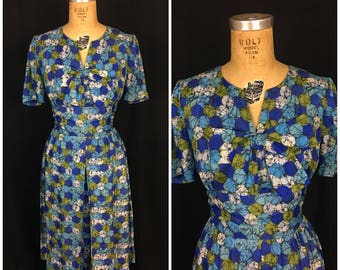 1950s Blue and Green Polka Dot Day Dress   50s V-neck Dress with Atomic Print and Large Bow